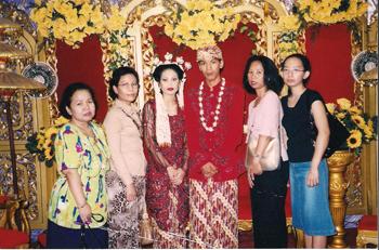 Pernikahan sari ( Teman Kantor )